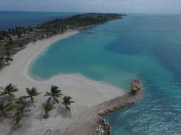 Artificial beaches in Belize (2017)